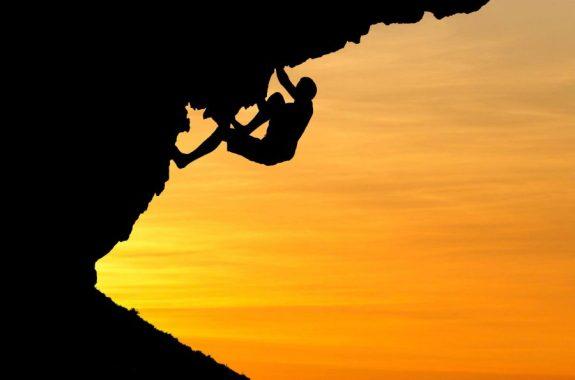 climber-under-rock