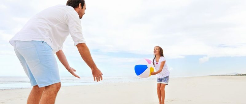 father-daughter-beach_0